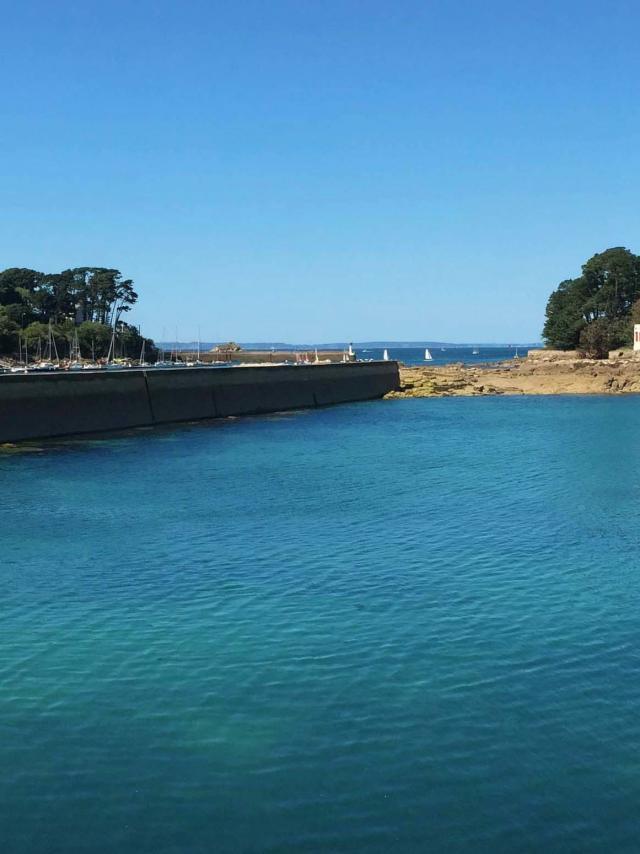 Tréboul et L'Île Tristan vu du vieux port de Rosmeur à Douarnenez en Bretagne Finistère Cornouaille