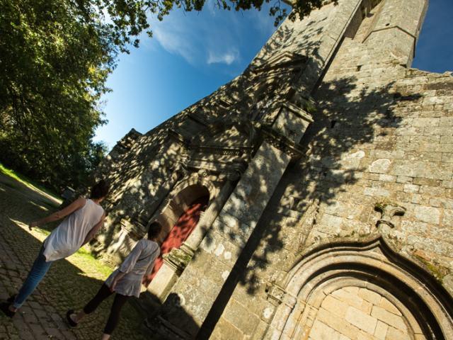 Notre dame du Juch avec Saint Michel terrassant terrassant le Diable