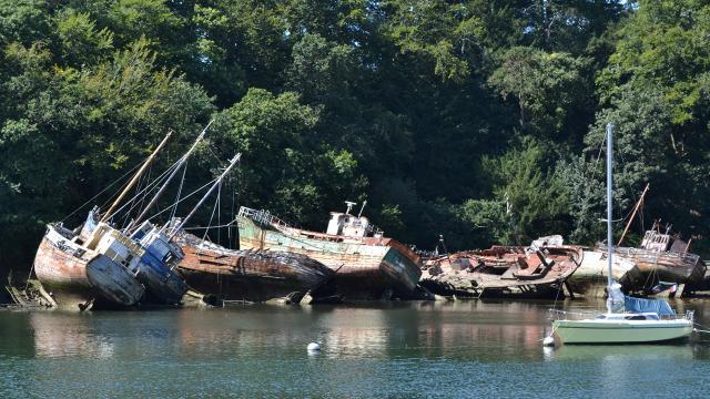 Le cimetière de bateaux au Port Rhu