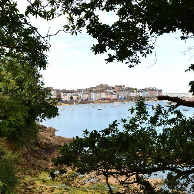 Le vieux port du Rosmeur vu depuis les Plomarc'h