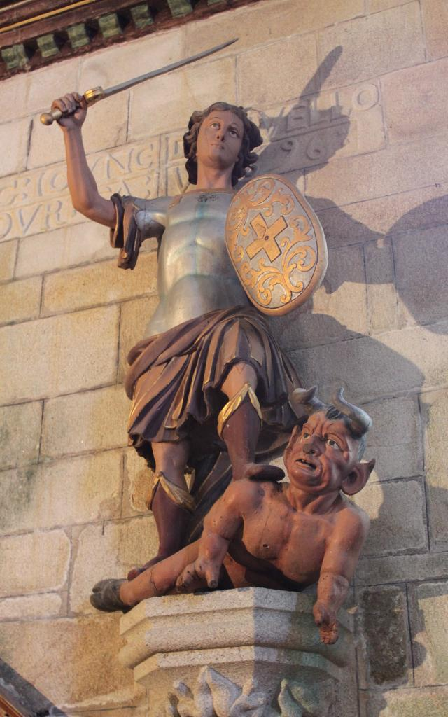 Le Diable Du Juch Et Saint Michel