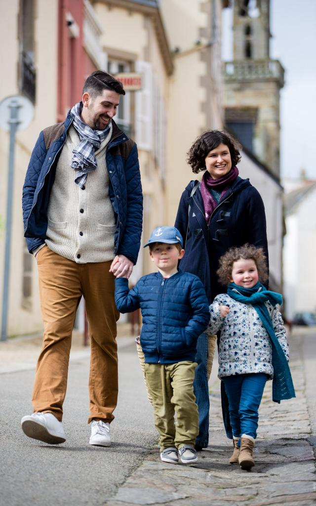 Family in Douarnenez's old quarters